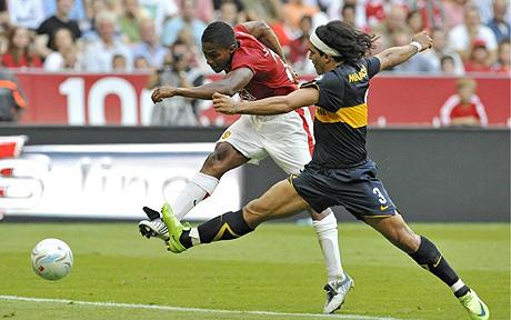 Antonio Valencia scores against Boca Juniors