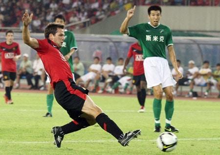 Michael Owen versus Hangzhou