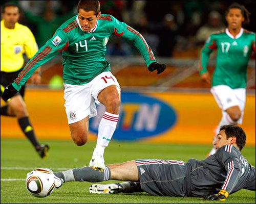 Chicharito joins amid higher expectations
