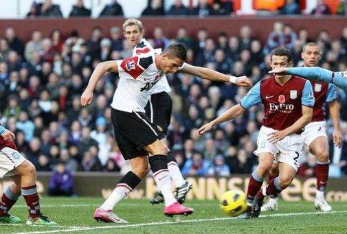 Villa in town as Reds seek eight point lead