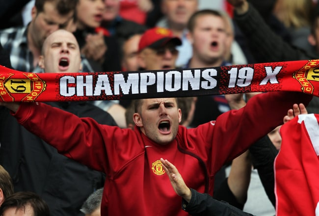 Fergie and players celebrate title 19