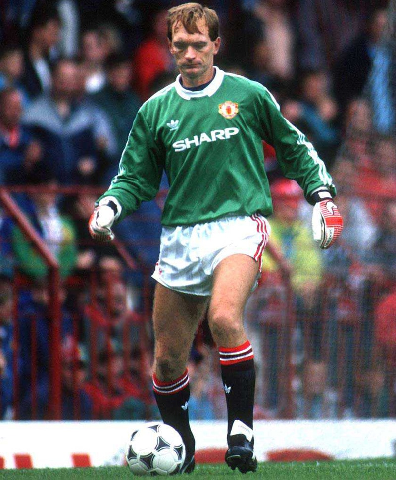 Jim Leighton 1988-1991  Scotsman Leighton joined from Ferguson's old haunt at Aberdeen but failed to live up to the big reputation. The international was ignominiously dropped by Ferguson following a calamitous display during the 3-3 draw with Crystal Palace in the 1990 FA Cup Final.
